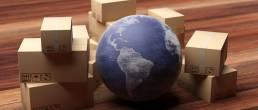 Carton de déménagement autour d'un globe