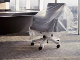 Chaises dans du papier bulle