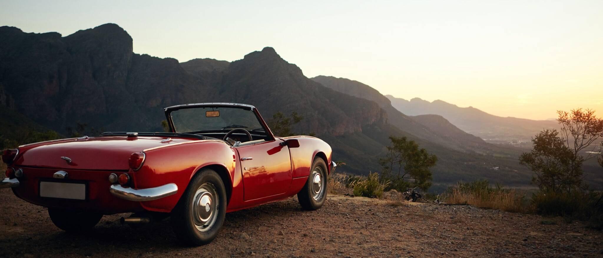 voiture vintage sur une montagne